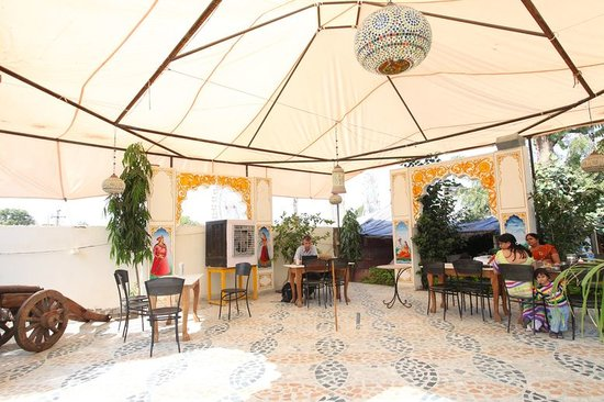 Aroma Royal: ballroom dinning