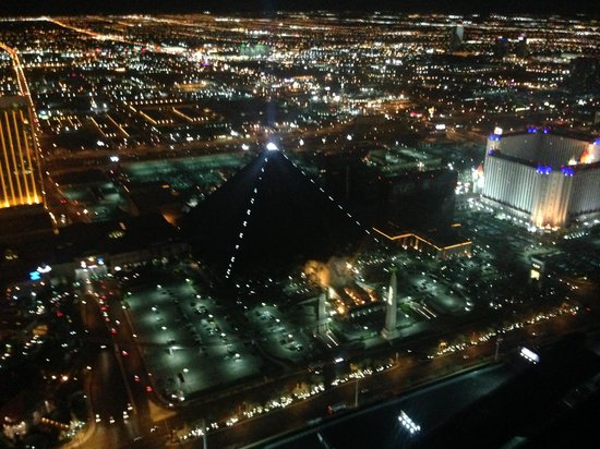 Heli USA Airways: Luxor from above.