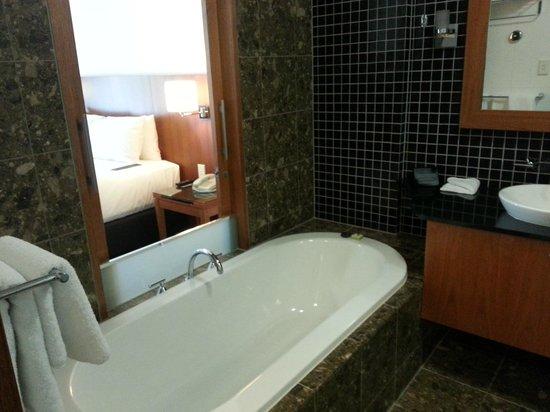 Majestic Roof Garden Hotel: Il bagno