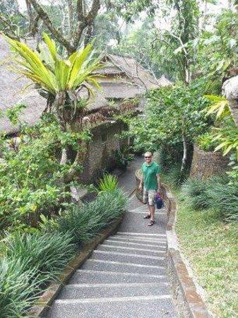 Hotel Tjampuhan & Spa: Steps leading toward spa centre