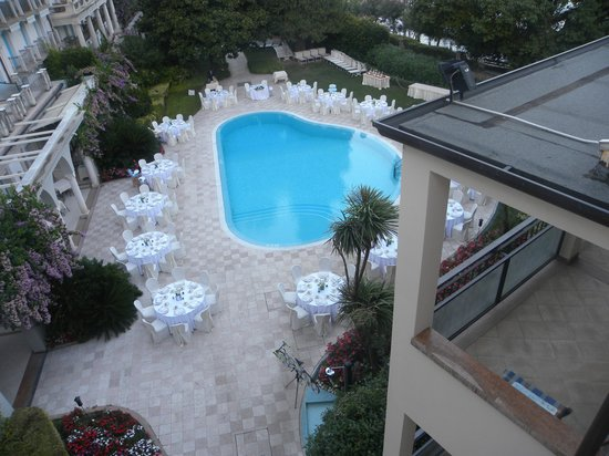 Hotel Savoy Palace: Tavoli