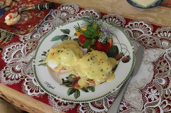 The Pine & Picket B&B: Eggs Benedict to die for