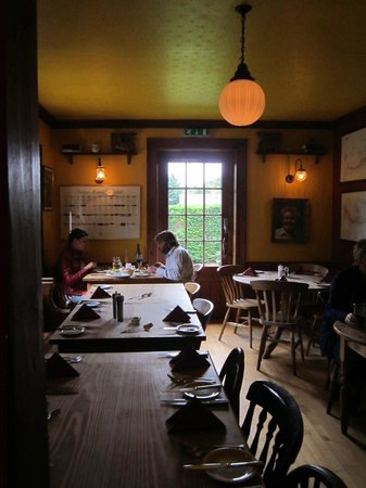 The Griffin's Head Restaurant: bar dining room