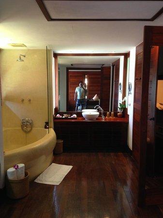 Belmond Napasai: Bathroom