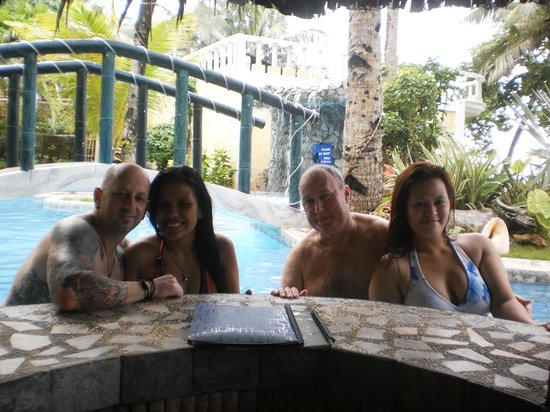 Paradise Bay Beach & Watersport Resort: in the pool w friends :)