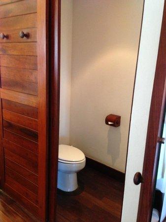 Belmond Napasai: Toilet