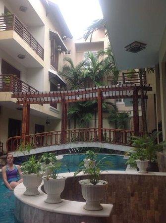 Long Life Riverside Hotel: pool area