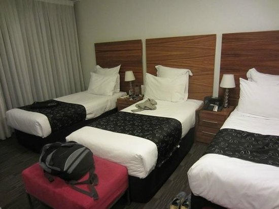 Cambridge Hotel Sydney: 3 person room