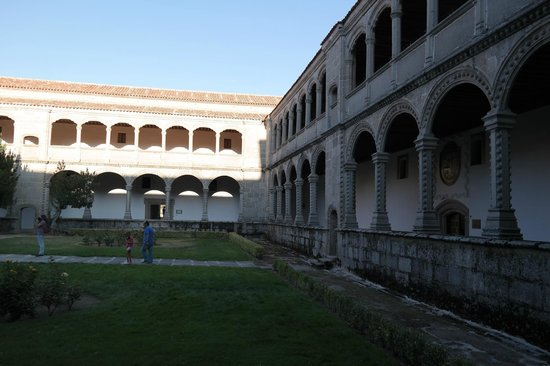 Monasterio de Santo Tomas : Claustro de los Reyes