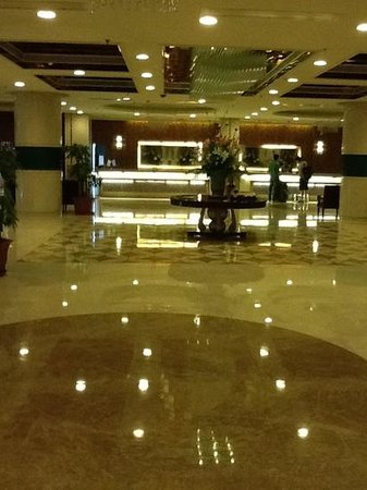 Qingdao Kuaitong International Hotel: холл