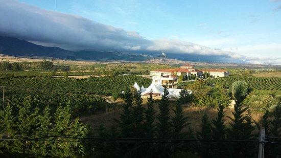 Sercotel Villa de Laguardia Hotel : view of granite ridge from Hotel Villa de Laguardia room