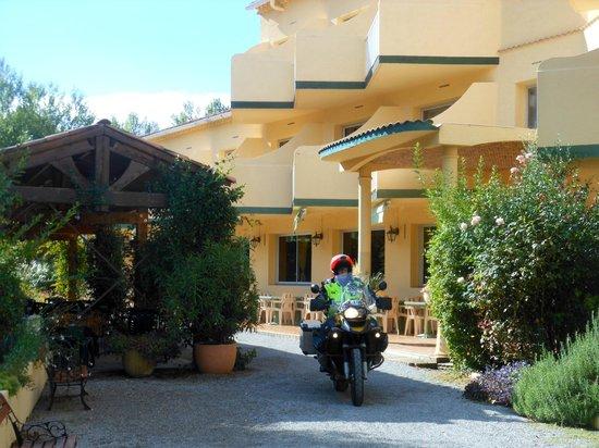 Hotel Restaurant Sous l'Olivier: Entrée de l'hotel