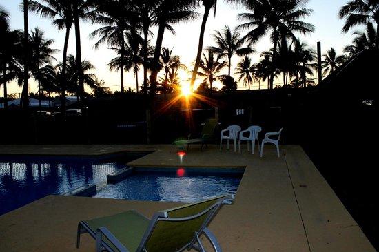 Sarina Beach Motel: look at that beautiful sunset