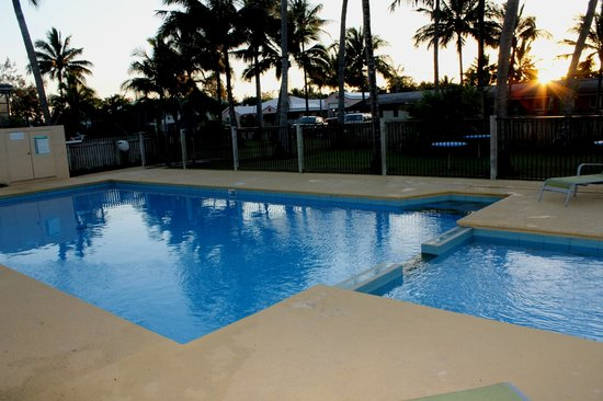 Sarina Beach Motel: pool area