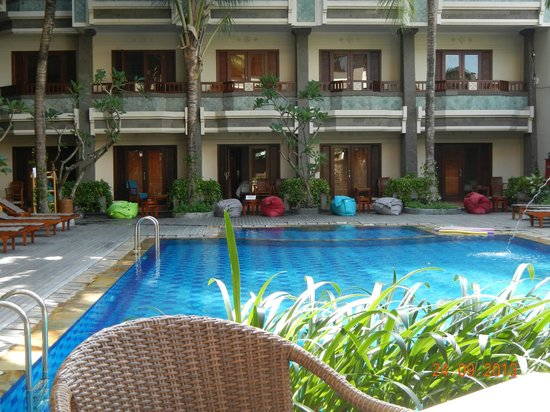 The Vira Bali Hotel: Lovely Outlook from pool access room