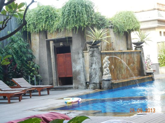 The Vira Bali Boutique Hotel & Suite: Great little pool