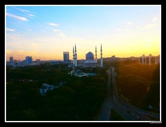 Concorde Hotel Shah Alam: The Grand Blue Mosque of Shah Alam