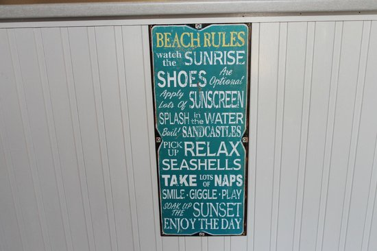 Sarina Beach Motel: loved this sign in the reception area!
