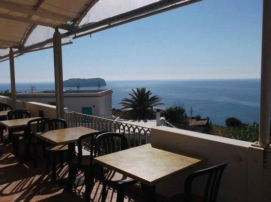 Calabattaglia: panorama dell'hotel dal ristorante...