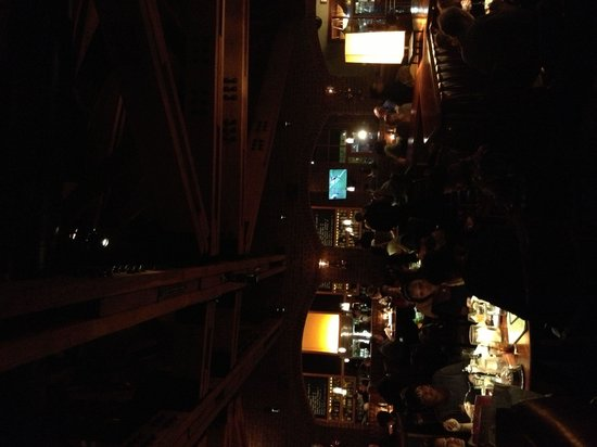 J Alexander's Restaurant: Restaurant and bar area