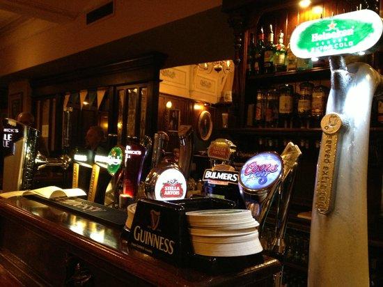 Poet's Corner Bar : Theke