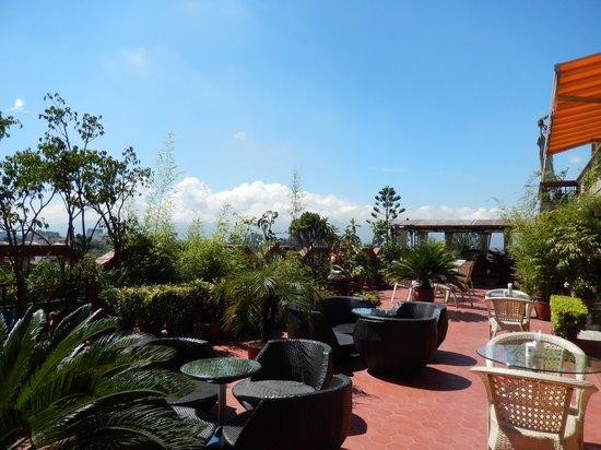 Hotel Tibet: rooftop bar & garden