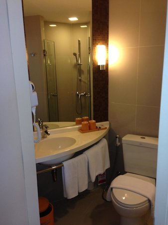 ibis Bangkok Siam Hotel : Toilet