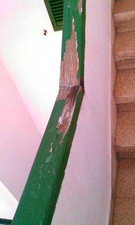 Apartamentos El Palmar: stair railing going to room