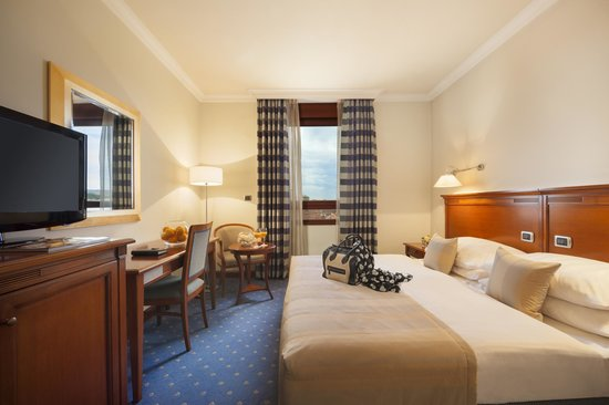 BEST WESTERN PREMIER Hotel Astoria: King room