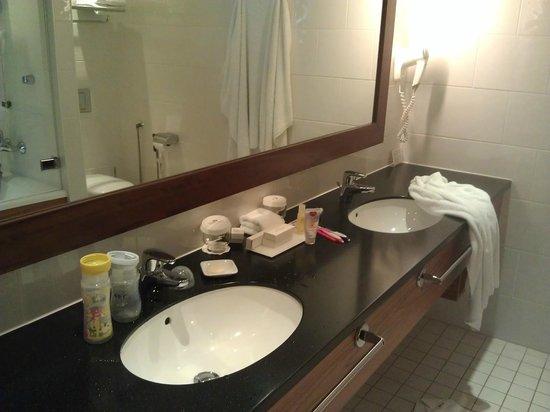 Crowne Plaza Hotel Helsinki: Great Bathroom