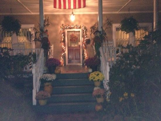 The Inn Around The Corner: Beautiful Fall Entrance
