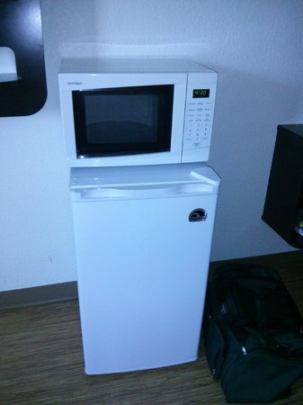 Motel 6 Winchester: Microwave and Mini-Fridge