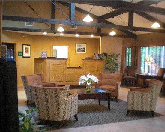 Rockport Inn and Suites: Lobby w/laptops available