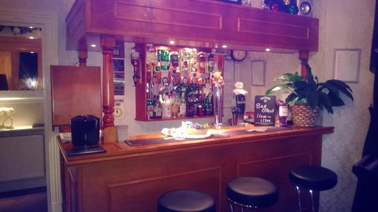 Cherry Tree House Hotel: The bar area, well stocked and very comfy.