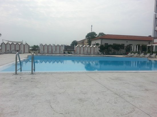 Adriatic Palace Hotel: Der Pool