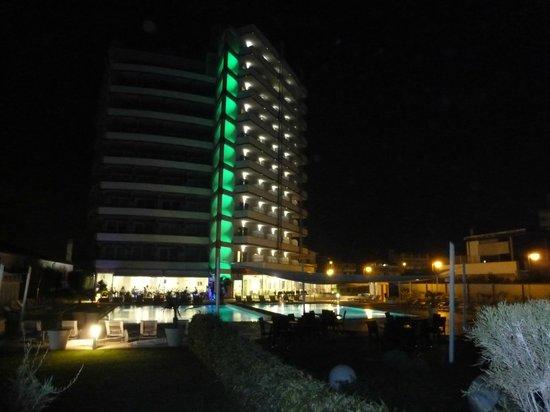 Adriatic Palace Hotel: Bei Nacht
