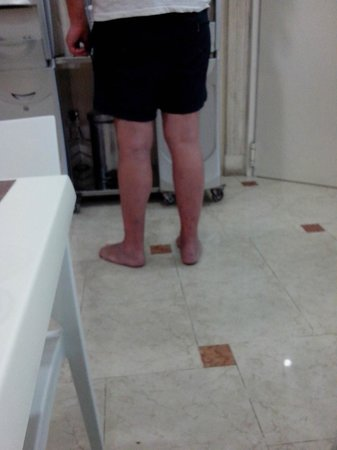 Best Western Hotel Riviera: funny but unusual guest barefoot