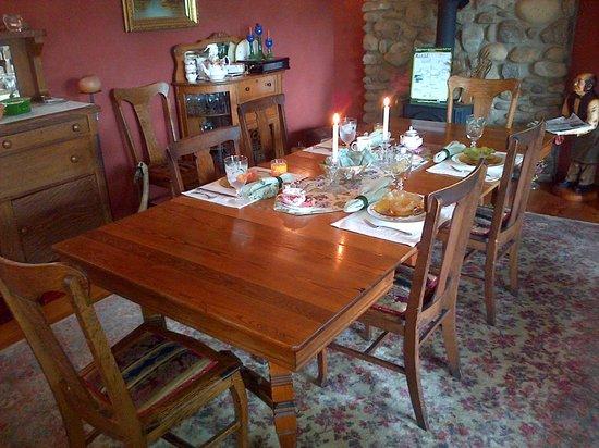 Sugar Pine Lodge : Breakfast in the dining room