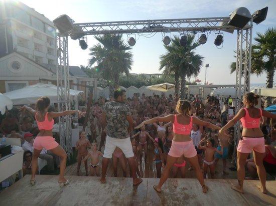 Balli di gruppo - Foto di Playa del Sol, Riccione - TripAdvisor