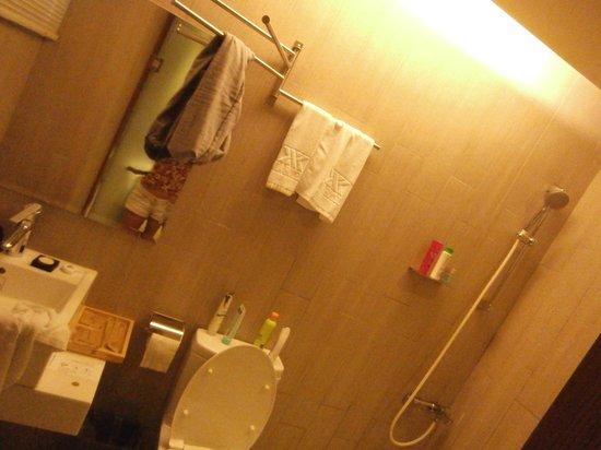 Via Hotel: Bathroom (couple room)