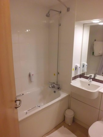 Premier Inn Oxford Hotel : Nice new bathroom