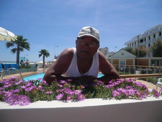 Il bagnino Paolo, custode della piscina - Foto di Playa del Sol ...