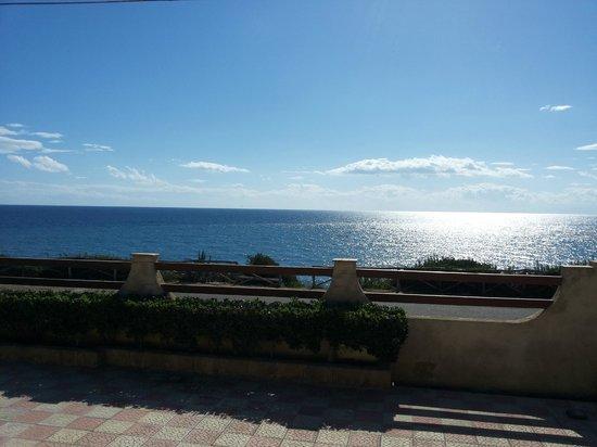 L'Ancora: La meravigliosa vista dalla veranda fronte mare