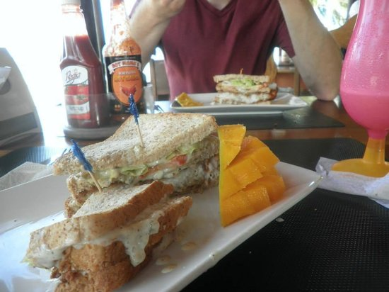 De Tatch : Snapper Sandwich