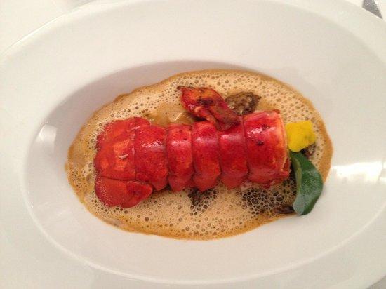 O Saveurs : Homard, raviole foie gras morille et feuille d'huitre