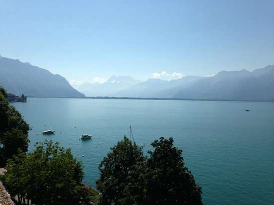 Hotel Royal Plaza Montreux : view of Lake Geneva from room