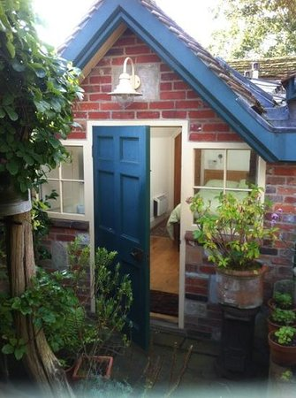 Cathedral Cottage Bed and Breakfast : the garden room