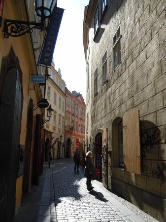 Happy Prague Apartments: 5-Prague--Stare-Mesto-vers-rue-Husova