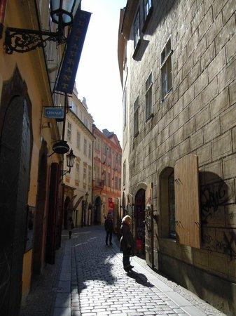 Happy Prague Apartments: 5-Prague--Stare-Mesto-vers-rue-Husova