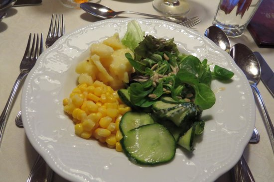 Hotel Omesberg: Fresh salad from salad bar